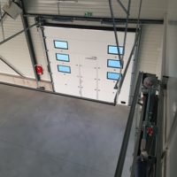 batiment industriel porte principale
